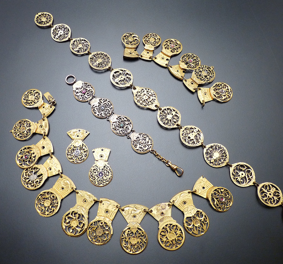 18th century collection of watch cogs and cover plates for Repurposed vintage jewelry designers